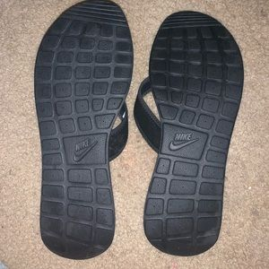 Nike Shoes - black nike flip flops